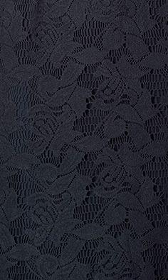 Kant is een mooie stof voor de feestdagen. Op laligna.nl vind je kanten jurkjes in navy, petrol en taupe. #lace #fabric #dress #navy #christmas