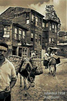 Street in Uskudar, Istanbul. photo by Ara Guler Artistic Photography, Street Photography, White Photography, Old Pictures, Old Photos, Istanbul Pictures, Empire Ottoman, Paris Match, Urban Architecture
