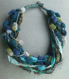 Collier textile chic léger et volumineux. Couleurs du par VeronikB