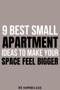these small apartment ideas are so smart!! definitely going to save space with these tips Apartment Packing List, First Apartment Checklist, First Apartment Essentials, My First Apartment, Apartment Hacks, Apartment Plans, College Apartment Bathroom, Moving House Tips, Moving Hacks