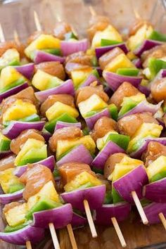 Super satisfying Hawaiian chicken kebabs made with pineapple, red onion, bell pepper and the most delicious flavor-packed, marinated chicken! Kabob Recipes, Grilling Recipes, Cooking Recipes, Healthy Recipes, Healthy Food, Hawaiian Chicken Kabobs, Hawaiian Luau Food, Shish Kabobs, Food To Make