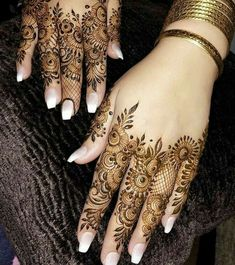 Pretty Henna Designs, Floral Henna Designs, Henna Tattoo Designs Simple, Finger Henna Designs, Mehndi Designs Book, Mehndi Design Pictures, Modern Mehndi Designs, Mehndi Designs For Girls, Mehndi Designs For Beginners