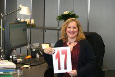 Hinter Bürotür Nummer 17 befindet sich Maria Alonso de Prada. Sie ist im Sekretariat zuständig für Thomas Hesse, Vorstand für Zentrale Unternehmensentwicklung und Neue Geschäfte. Ihr Karriereweg führte sie über BMG in München und 10 Jahre bei Sony Music in New York, ins schöne und beschauliche Gütersloh.