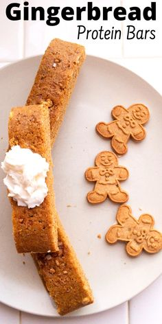 Make these gingerbread cookie protein bars for a high protein breakfast, healthy snack, or a low sugar dessert. This a super easy homemade protein bar recipe. Best Protein Bars Ever! Best Protein Bars, Protein Bar Recipes, Protein Snacks, Snack Recipes, Dessert Recipes, Keto Snacks, Gingerbread Bar Recipe, Healthy Gingerbread Cookies, Healthy Cookies