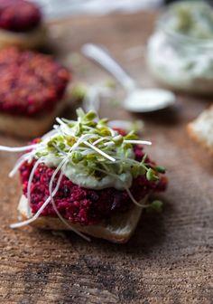 Beet & bulgur sliders with avocado mayo Mini Burgers, Vegetarian Recipes, Cooking Recipes, Good Food, Yummy Food, Salty Foods, Mayonnaise, Summer Snacks, High Protein Recipes