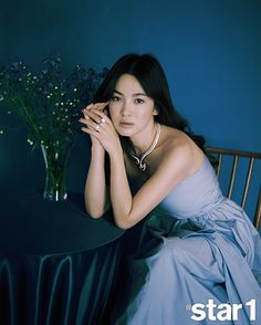 Gorgeous woman! Go here for Song Hye Kyo's @Star 1 cover shot!       Source  |  @Star 1