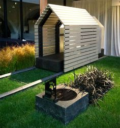 If It's Hip, It's Here (Archives): Barkitecture 2012 - Photos of the Luxe Doghouse & Garden Competition Entries Pallet Dog House, Build A Dog House, Modern Dog Houses, Cool Dog Houses, Modern Mansion, Pet Furniture, Pet Home, Animal House, Gardens
