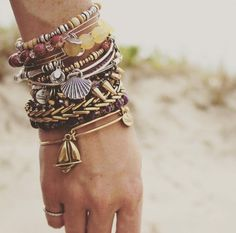 Check the way to make a special photo charms, and add it into your Pandora bracelets. Glow in the summer sun with Alex and Ani