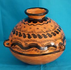 Karen Elwell - Maya Pottery Mexico This ceramic pot with 3 handles was made in the tzeltal maya community of Amatenango del Valle, Chiapas, Mexico 2009 Pottery Vase, Ceramic Pottery, Ceramic Art, Native American Pottery, Native American Art, Mesoamerican, Inca, Ceramic Materials, Arte Popular