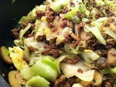 Low Carb Layla: Hamburger Cabbage Stir-Fry - for healthy, use turkey burger Cabbage Stir Fry, Fried Cabbage, Cabbage Roll, Beef Dishes, Food Dishes, Main Dishes, Paleo Recipes, Low Carb Recipes, Cooking Recipes
