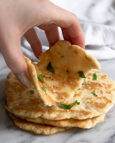 Buttery & Soft Skillet Flatbread {Gluten Free & Low Carb} - Inspector Gorgeous But 19 carbs each! Not so low Keto Flatbread Recipe, Low Carb Flatbread, Gluten Free Flatbread, Gluten Free Low Carb Pizza Crust Recipe, Low Carb Cornbread Recipe, Gluten Free Carbs, Flatbread Pizza, Low Carb Recipes, Diet Recipes