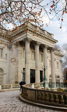 The mansions of Newport, Rhode Island. Find a perfect day trip itinerary for Newport RI on Road Trippin' The States