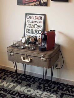 DIY - Tem uma mala velha e vontade de transformar o cafofo? Bora fazer essa mesa massa!