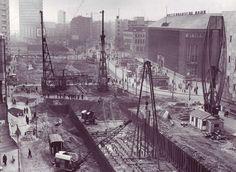 De Coolsingel Metroaanleg in 1962, rechts de Bijenkorf en daarnaast de Rotterdamsche Bank.