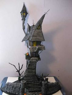 Tagged with halloween, miniatures, dollhouse; Various spooky dollhouses & miniatures for Halloween - /r/dollhouses Haunted Dollhouse, Haunted Dolls, Dollhouse Miniatures, Dollhouse Ideas, Fantasy Miniatures, Halloween Village, Halloween Haunted Houses, Halloween Decorations, Halloween Diorama