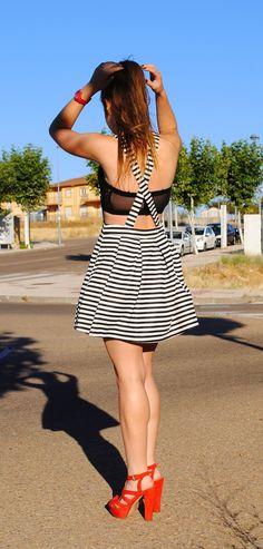 Coloco mi desastre con mi ropa.: Stripes dress.