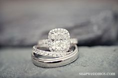 love love love love love. would l love to have this wedding ring and somehow add tourqouise with it!