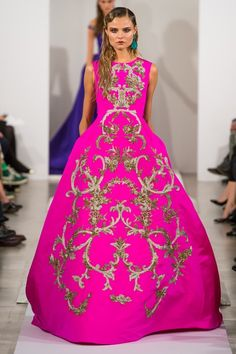 Did you see this gown on the Oscar de la Renta runway? If you would have  said to me hot pink + brocade, I'd have said no-way - but somehow...