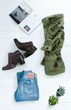 Love this outfit! Pair boyfriend jeans with an army jacket and booties. You'll be ready for rain, shine or fog. Fall Winter Outfits, Autumn Winter Fashion, Looks Style, Style Me, Vogue, Facon, Up Girl, Passion For Fashion, Personal Style