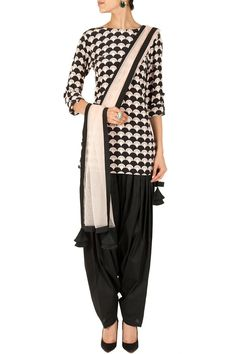 Not a huge fan of the pattern, but I've never seen a kurta with that neckline before. Blush cloud print asymmetrical kurta set BY PAYAL SINGH.