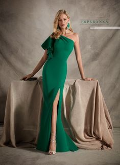 Great range of designs to not go unnoticed in your next events. Discover them! Evening Dresses, Formal Dresses, Dressy Outfits, Vintage Beauty, The Dress, Fashion Dresses, Prom, Womens Fashion, Style