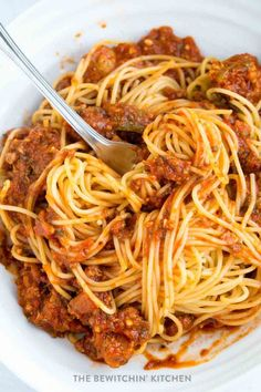 This homemade spaghetti sauce recipe is so darn good! It's easy, tasty, and very well could be the world's best spaghetti sauce ever! It makes a lot too! Enough to feed a crowd. Easy enough to throw in a slow cooker or Instant Pot too! Best Homemade Spaghetti Sauce, Homemade Meat Sauce, Meat Sauce Recipes, Beef Recipes, Cooking Recipes, Best Spaghetti Recipe, Sausage Spaghetti, Cooking Spaghetti, Spaghetti Recipes