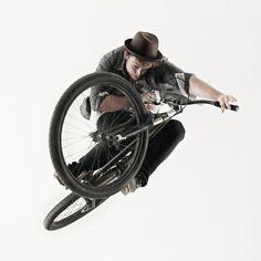 Stephane Belanger Tabletop in a Photo Studio! Watch full video here: http://www.the-rise.com/2011/12/ut-26-rise-x-made-of-stills.html