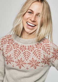 Ravelry: Tiril Snøkrystall Pullover pattern by Tiril Eckhoff Fair Isle Knitting Patterns, Sweater Knitting Patterns, Knitting Stitches, Knit Patterns, Free Knitting, Baby Knitting, Punto Fair Isle, Fair Isle Pullover, Icelandic Sweaters