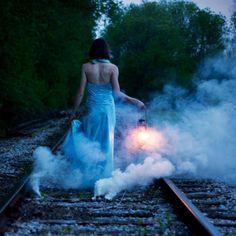 Wedding trend - smoke bomb photo shoot   Beebee