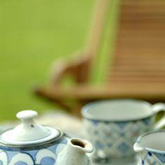 La hora del te con teteras de Eric Delessert, todo un lujo Tableware, Tea Time, Tea Pots, Dinnerware, Dishes, Serveware