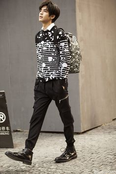 Beautiful Boys, Pretty Boys, Cute Boys, Asian Boys, Asian Men, Boy Outfits, Casual Outfits, Song Wei Long, Chinese Gender