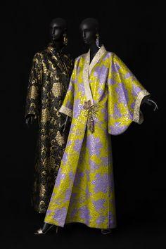 The Director's Guide: Musée Yves Saint Laurent Paris Costume Japonais, Moda Kimono, Kimono Top, Style Oriental, Oriental Fashion, Yves Saint Laurent Paris, Vintage Outfits, Vintage Fashion, American Eagle Outfits