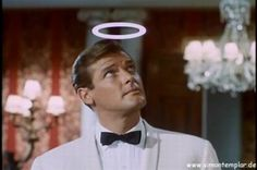 Roger Moore rose to fame playing the charismatic Simon Templar in the mystery/spy thriller smash hit TV show The Saint - Roger Moore, Classic Tv, Classic Films, Simon Templar, The Saint Tv Series, Emission Tv, Mejores Series Tv, 60s Tv, Vintage Television