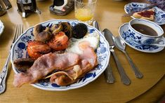 Good old English Breakfast, now thats the way to start a Sunday. Great British Food, Second Breakfast, Breakfast Items, Irish Recipes, English Recipes, English Food, Good Enough To Eat, Thats The Way, Brunch Recipes