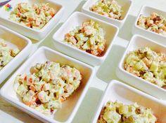 """Ensaladas: """"Rusa de zanahoria, topinambur y brotes de arvejas con mayonesa de girasol"""" realizada en clase 5: http://www.conscienciaviva.com #alimentacionconsciente #veganismo"""