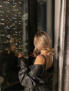 Classy Aesthetic, Night Aesthetic, City Aesthetic, Aesthetic Girl, New York Life, Nyc Life, Insta Photo Ideas, Insta Pic, City Vibe
