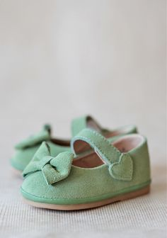 Sweet Mint Mary Jane Shoes - Ruche I seriously need a baby girl one day. And a good job so I can afford all of the cute baby girl things! Baby Girl Shoes, My Baby Girl, Baby Love, Girls Shoes, Little Girl Fashion, My Little Girl, Fashion Kids, Fashion Shoes, Babies Fashion