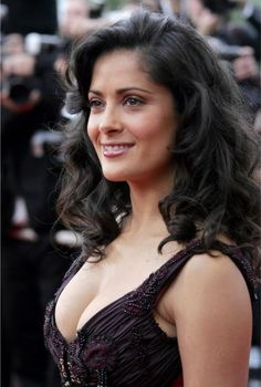 Salma Hayek was born on September in the oil boomtown of Coatzacoalcos, Mexico. Selma Hayek, Salma Hayek Hair, Salma Hayek Body, Frida Salma, Hispanic Actresses, Salma Hayek Pictures, Actrices Sexy, Medium Bob Hairstyles, Hair Styles 2014