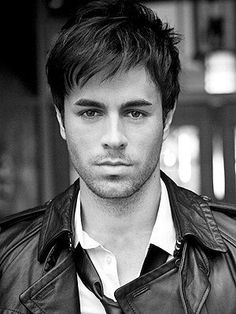 Listen to music from Enrique Iglesias like Bailando - Spanish Version, Hero & more. Find the latest tracks, albums, and images from Enrique Iglesias. Enrique Iglesias, Pretty People, Beautiful People, Hot Guys, Hommes Sexy, Attractive Men, Celebrity Crush, Gorgeous Men, Hello Gorgeous