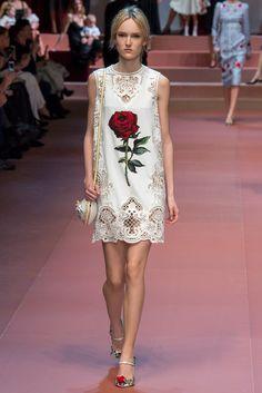 Dolce & Gabbana Fall 2015 Ready-to-Wear Fashion Show - Harleth Kuusik