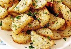 ¡Esta receta está imperdible! Unas deliciosas papas con ajo y parmesano que no puedes dejar de probar