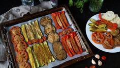 Verdure gratinate al forno, è uno dei modi più semplici di realizzare un contorno gustoso e gradito a tutti, perfetto in ogni momento dell'anno variando le verdure a disposizione a seconda della stagione e dei gusti. E' un contorno versatile, perfetto da abbinare ad ogni tipo di carne o pesce, come condimento per delle sfiziose bruschette e personalizzabile variando gli ingredienti che compongono la miscela per gratinare, magari aggiungendo qualche spezia come il curry o semi di cumino, p...