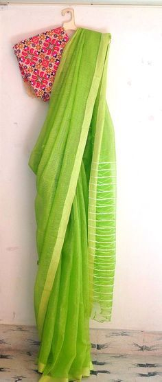 Indian Attire, Indian Ethnic Wear, Ethnic Fashion, Indian Fashion, Women's Fashion, Indian Dresses, Indian Outfits, Simple Sarees, Plain Saree