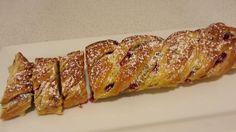 Päivi leipoo: Pullapäivä: cinnamon rolls, pusut ja mantelipuolukkapitkot
