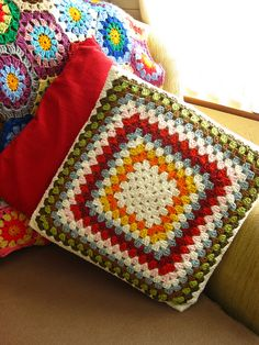 Transcendent Crochet a Solid Granny Square Ideas. Inconceivable Crochet a Solid Granny Square Ideas. Beau Crochet, Crochet Home, Love Crochet, Learn To Crochet, Beautiful Crochet, Crochet Crafts, Crochet Projects, Crochet Cushion Cover, Crochet Cushions