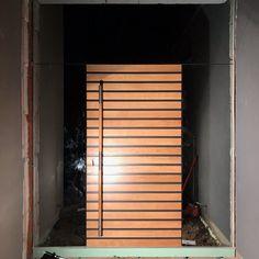 Oto nasze drzwi zewnętrzne własnego projektu Frax 12 zlicowane z lustrem (3doświetla) tuż po montażu wieczorową porą. Chcesz? Zrobimy takie Tobie 🌿🔨⚒🛠 #drzwizewnętrzne #drzwi #drzwibialystok ❤️ #kerno #białystok #doors #woodendoors #design #architecture #architecturelovers #love #nature #drewno #woodworking #home #homedecor #homedesign #homesweethome #doorsgraphy #interiordesign #colour #beauty #doorsgraphy #bialystok #poland #polska #warszawa #design #polishdesign #architektura #arch Blinds, Curtains, Instagram, Home Decor, Decoration Home, Room Decor, Shades Blinds, Blind, Draping