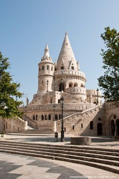 Worth a stop is Castle Hill, Budapest located on top of a hill. The Danube Bike route runs along the river below. #bicycletouring