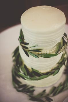 Russian Olive wedding cake Sundance Resort Wedding utah florist calie rose sarah kathleen photography www.calierose.com