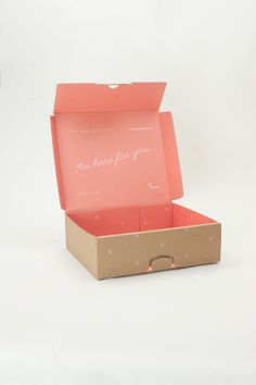 Good design makes me happy: Project Love: Le Parcel Packaging System The key to the success of any quality product, is creative packaging. Inside, we look at 50 unique packaging ideas and why they entice the buyer to take a second look. Fashion Packaging, Pretty Packaging, Brand Packaging, Packaging Ideas, Ecommerce Packaging, Shirt Packaging, Beauty Packaging, Kraft Box Packaging, Watercolor Card