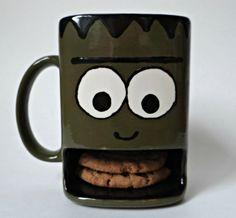 Frankenstein Dunk Mug Halloween Dishes, Halloween Mug, Halloween Tricks, Halloween Ideas, Pottery Painting, Ceramic Painting, Painted Ceramics, Ceramic Pottery, Pottery Art